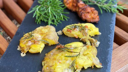 Rezept: Smashed Potatoes mit frischem Rosmarin